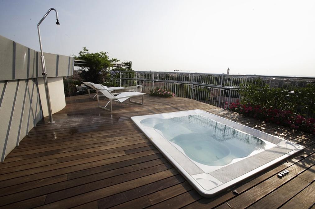 Attico con terrazze for Arredamento attico